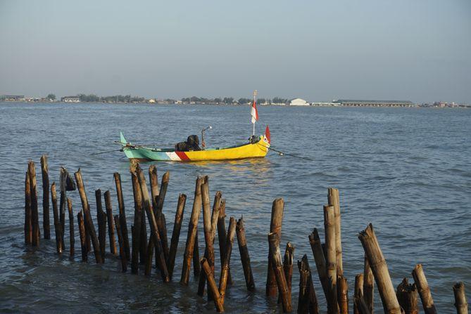 Perahu nelayan di Pantai Pandean Rembang