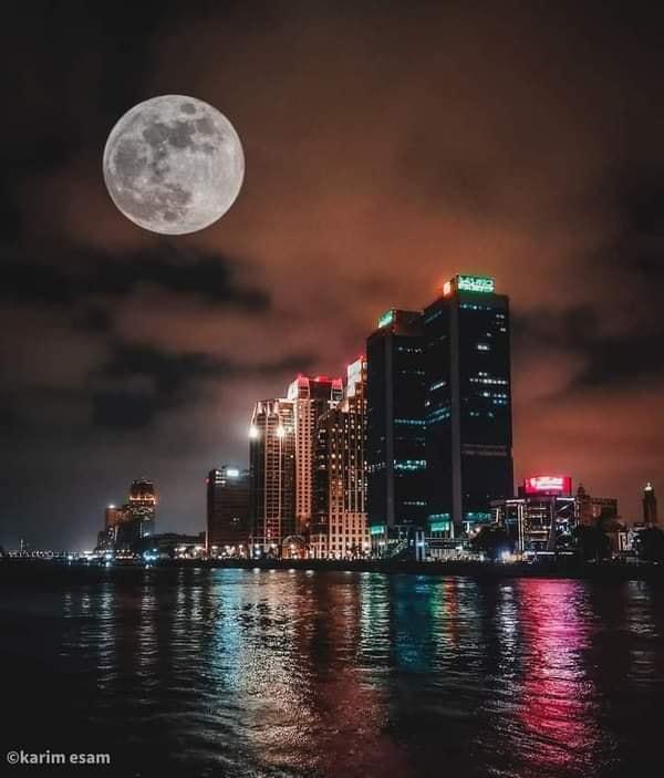 صورة القمر العملاق من سماء مصر الآن 😍