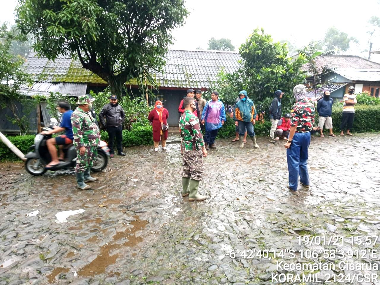Danrem 061/Sk Tinjau Banjr Bandang  dan Lokasi Pengungsian Gunungmas Cisarua Kab. Bogor