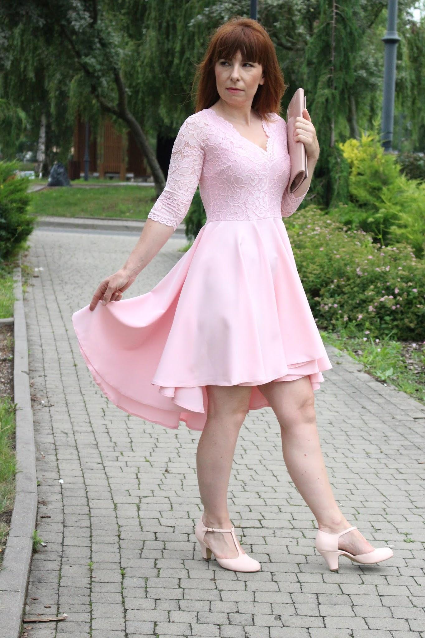 koktajlowa sukienka pastelowy róż