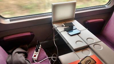 interrail tren cargando movil