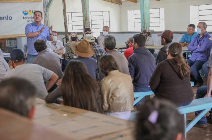 Laranjeiras: Na Colônia União, Berto Silva assegura recursos para uma ensiladeira e equipamentos de cozinha