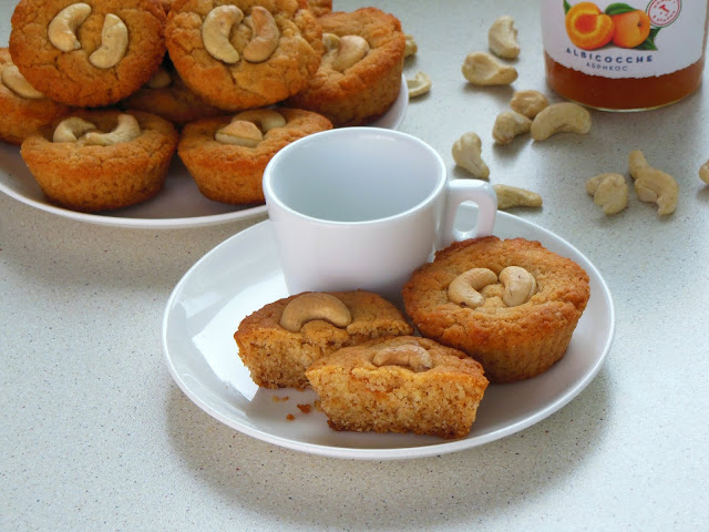 Vegetarian Cupcakes with Apricot Jam