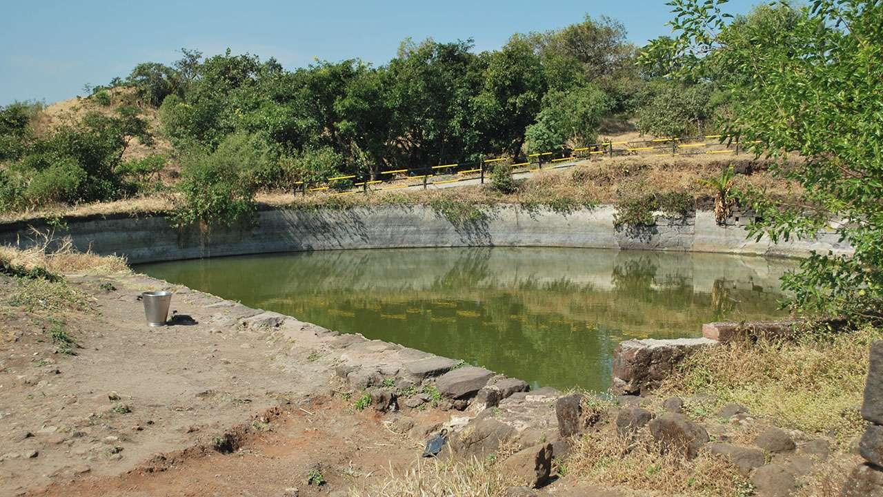 गडावरील पाण्याचे तळे