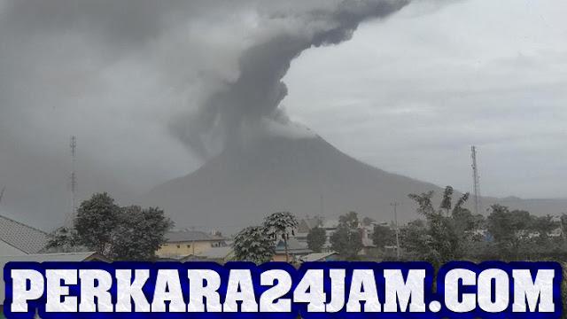 Gunung Sinabung Kembali Erupsi, Masyarakat Di Imbau Keluar Dari Zona Merah