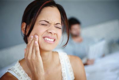 mengobati sakit gigi dengan bahan alami