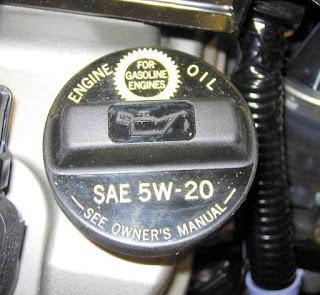 imagen de datos de aceite en la tapa de llenado