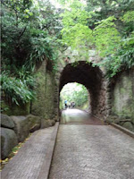 鎌倉文学館のトンネル
