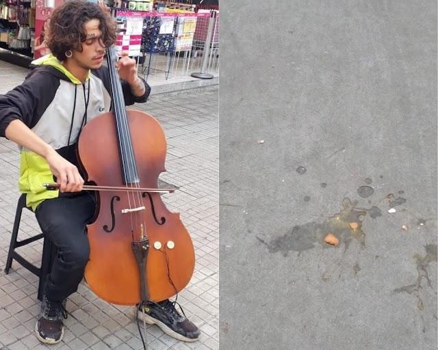 Músico é alvo de ovadas durante apresentação em frente a loja de instrumentos: 'Humilhado'
