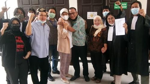 Penangguhan Penahanan Jumhur Dikabulkan, Andi Arief: Selamat! Saya Berdoa HRS Juga Ditangguhkan