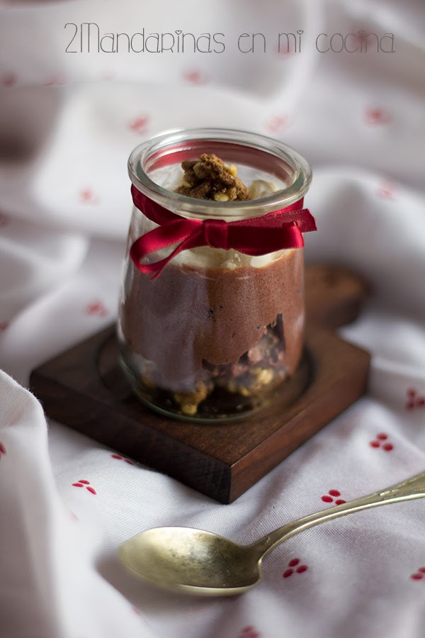 Mousse de chocolate con nata y cereales