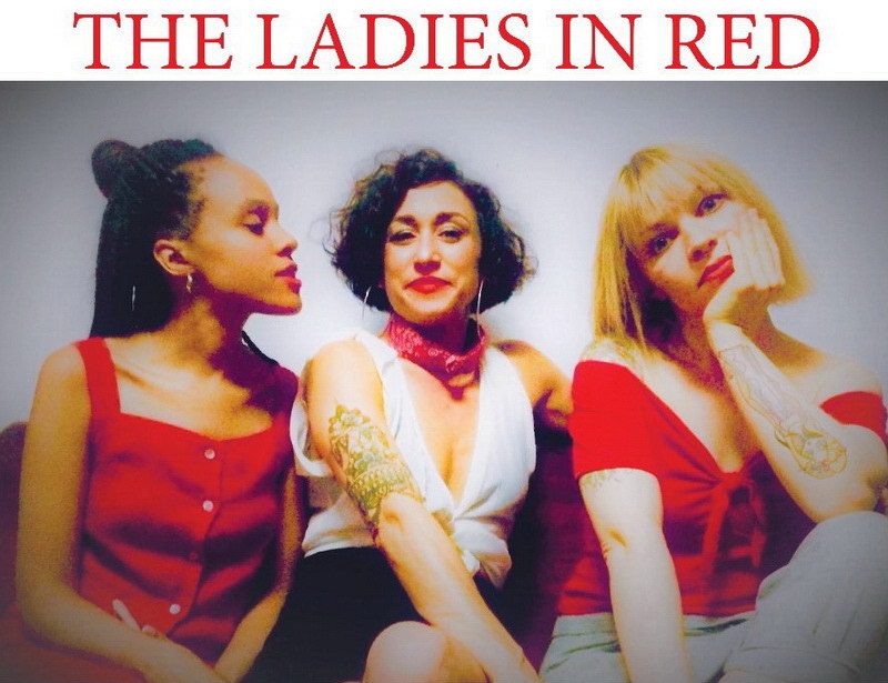 The Ladies in Red στην αυλή του καφεβιβλιοπωλείου ΚΑΦΚΑ