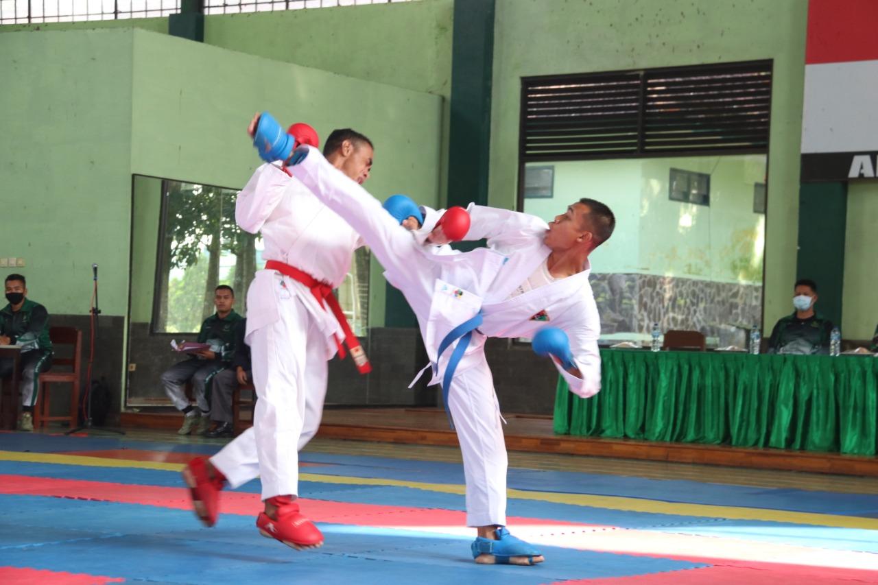 Atlet Karate Divif 2 Kostrad Ikuti Seleksi Hadapi Pertandingan Kejuaraan di Malang