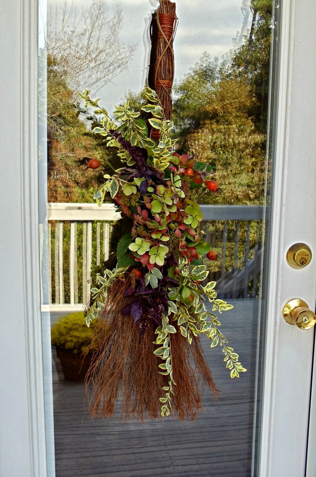 Upstairs Downstairs: How to Make an Early Fall Door Decoration