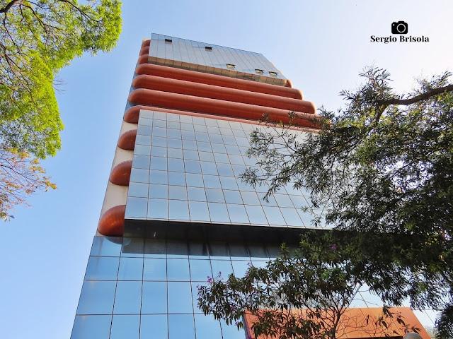 Perspectiva inferior da fachada do Edifício de Pesquisa II da UNIFESP - Vila Clementino - São Paulo