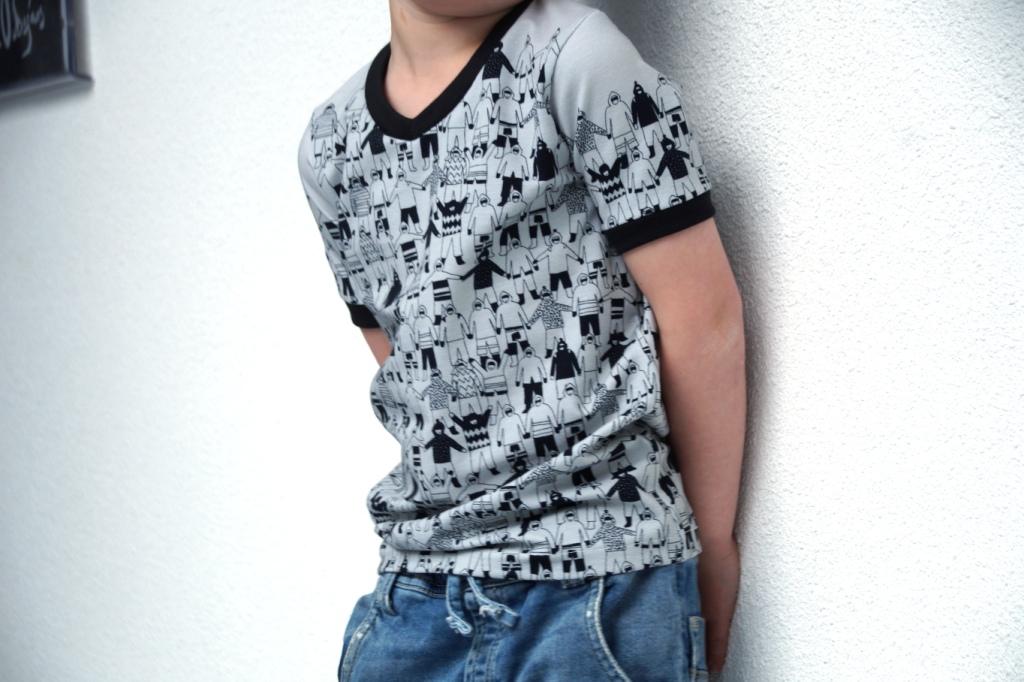ADV tee  in Cool Flakes bio jersey, sewn by huisje boompje boefjes