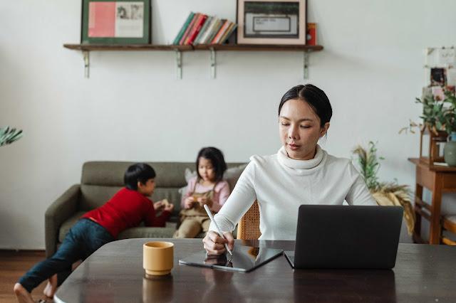 Bekerja Sekaligus Mengasuh Anak Dirumah
