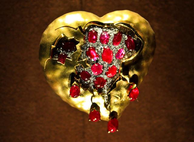 Salvador Dali, Carlos Alemani: coração de granada, 1949, ouro, diamantes, rubis.