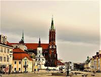 Rynek Kościuszki (do kościoła farnego dobudowano Bazylikę Archikatedralną)