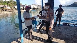 Operasi Aman Nusa II, Polsek Senayang Bagikan Masker Kepada Masyarakat