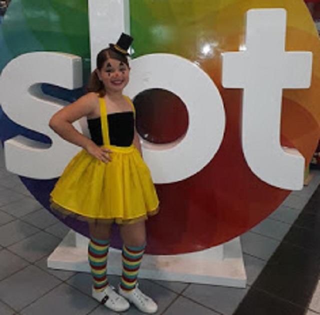 Cantora mirim limoeirense chega à semifinal do concurso Talento Kids, promovido pela TV Jornal Caruaru / SBT