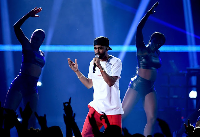 """Big Sean Performs """"Bounce Back"""" & """"Moves"""" At iHeartRadio Music Awards"""