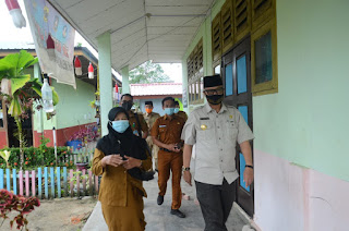 Pjs Bupati Lingga Kunjungi beberapa Sekolah di Daik lingga