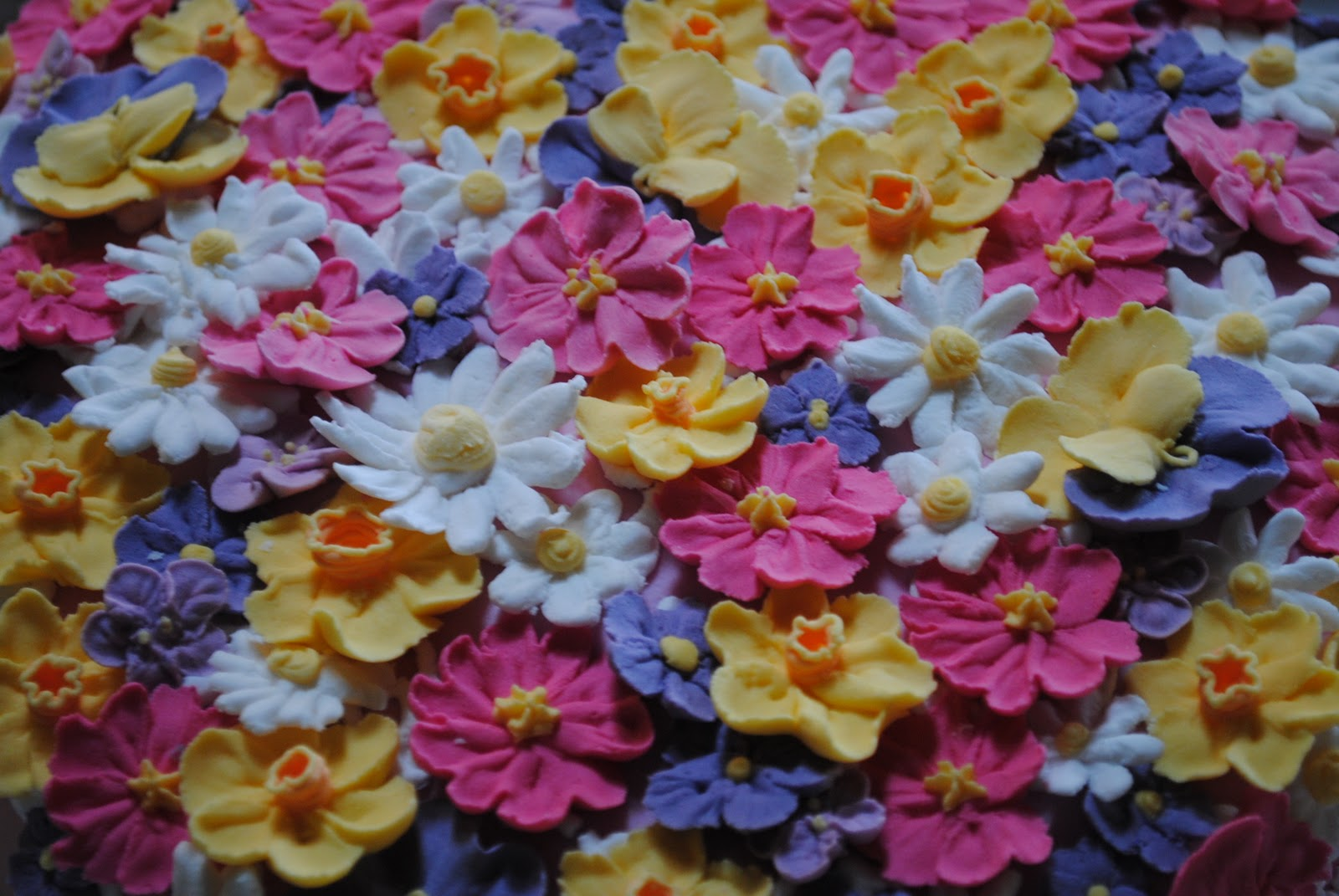 Molly Cakes: Royal Icing flowers