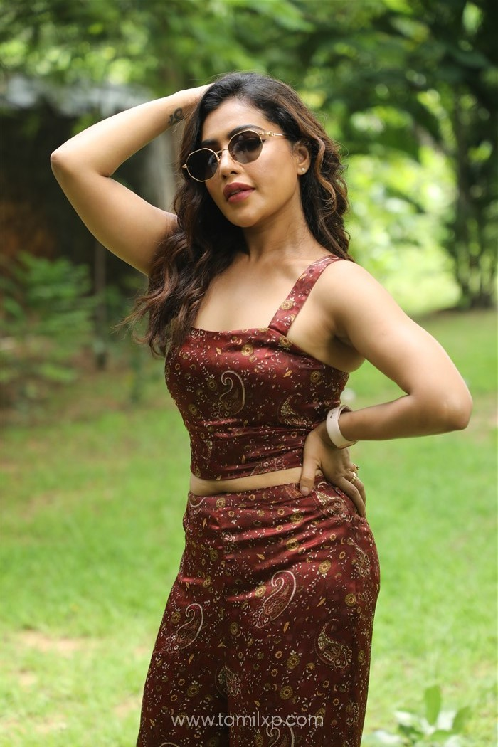Tamil Actress Saini Photos
