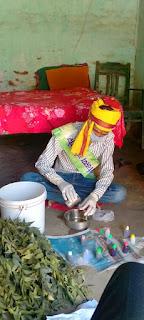 समस्तीपुर के खानपुर में नीम,तुलसी की पत्तियों से खुद घर पर बनाए प्राकृतिक सैनिटाइजर पर्यावरण प्रेमी :-त्रिपुरारी झा।