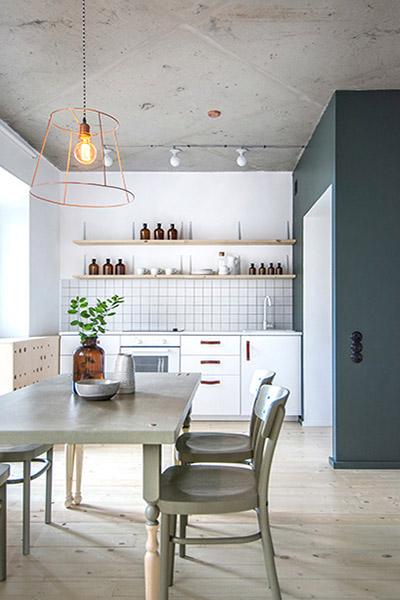 table a manger diy dans cuisine scandinave blanche et verte