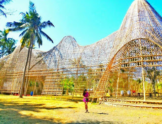 http://www.teluklove.com/2017/01/pesona-keindahan-wisata-rumah-bambu.html