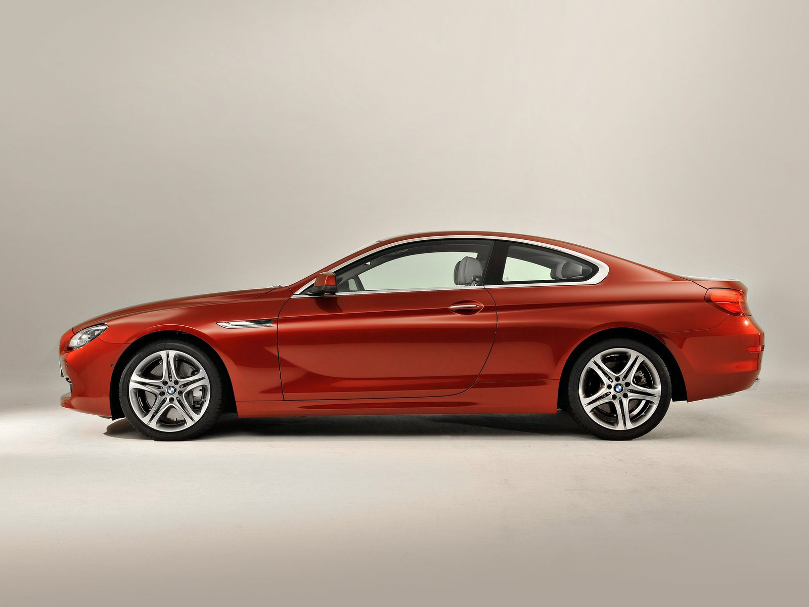 car accident lawyers 2012 bmw 6 series coupe pictures. Black Bedroom Furniture Sets. Home Design Ideas