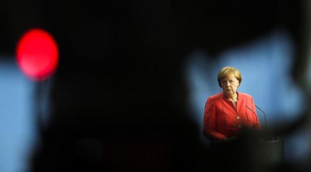 Σε κλοιό πιέσεων η Μέρκελ για να αποτραπεί η κρίση στην Ευρωζώνη