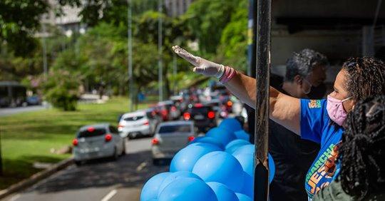 Em formato de carreata, Marcha Para Jesus reúne milhares de carros em São Paulo