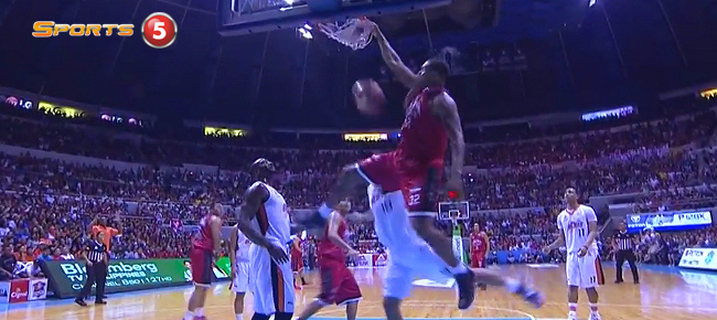 Justin Brownlee Explodes for the Monster Slam On Rabeh Al-Hussaini (VIDEO)
