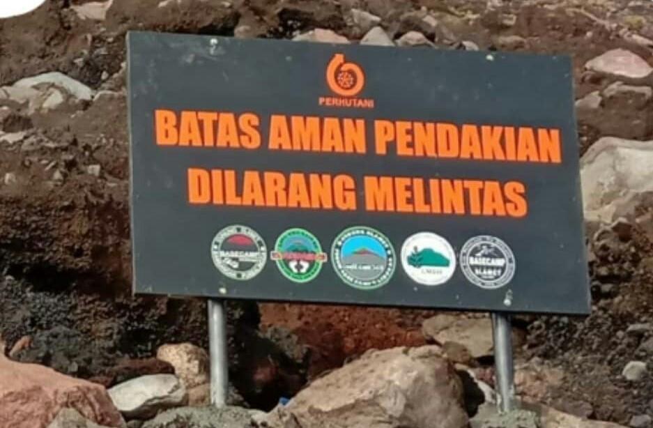 plang batas aman pendakian gunung slamet via Gunung Malang