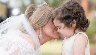 3χρονο κoριτσάκι νικάει τον καρκίνο και γίνεται παρανυφάκι στον γάμο της δότριας μυελού των οστών