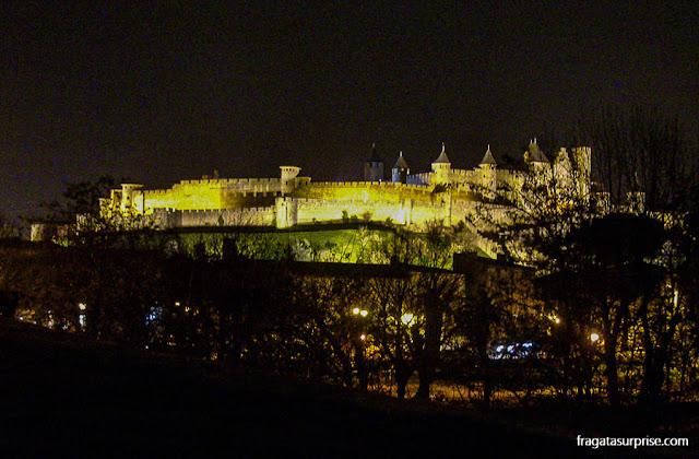 Cidadela medieval de Carcassone iluminada
