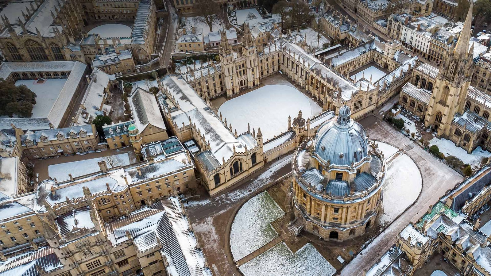 Aerial view of central Oxford, England © Alexey Fedorenko/Shutterstock