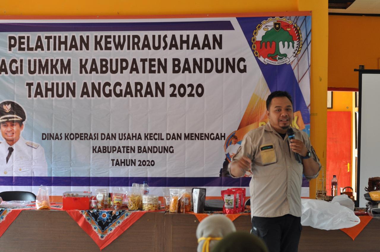 Hadiyan Nur Sofyan, Founder Kiosagro Group dihadapan Pelaku UKM Kecamatan Pacet Kab. Bandung