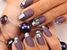 diseño de uñas estilo tecno