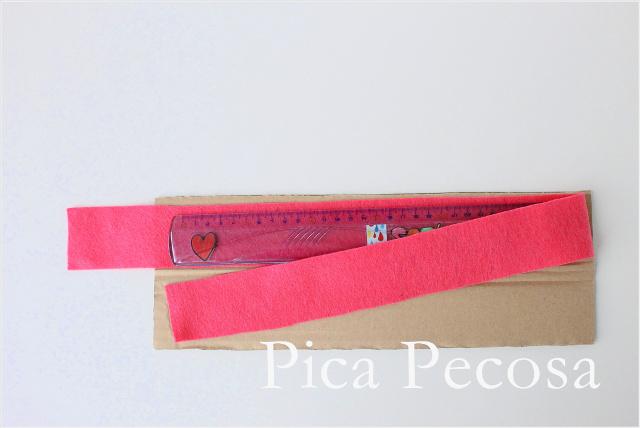 tutorial-hacer-funda-rigida-diy-regla-carton-reciclado-fieltro-paso-2