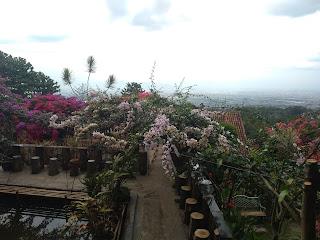 Lamping Manglayang Resto Alam - Memandang Kota Bandung Dari Ketinggian