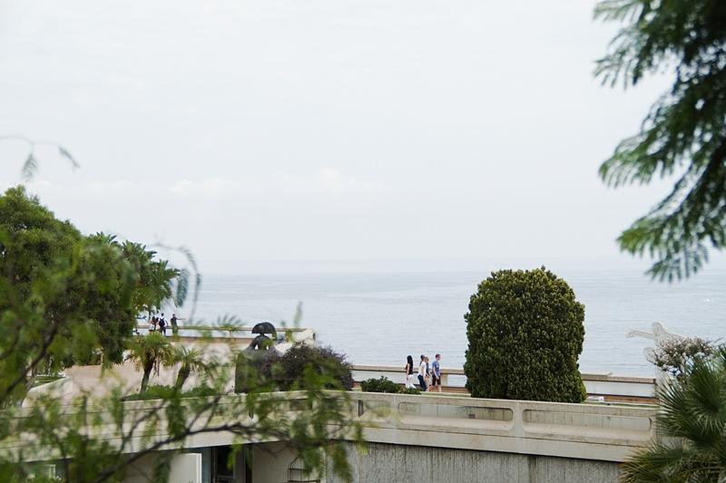 View over the ocean in Monaco // Blick aufs Meer in Monaco an einem bewölkten Tag
