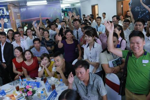 Rất đông khách hàng tham dự