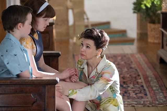 Renée Zellweger, Bella Ramsey i Lewin Lloyd jako Judy Garland, Lorna Luft i Joey Luft.