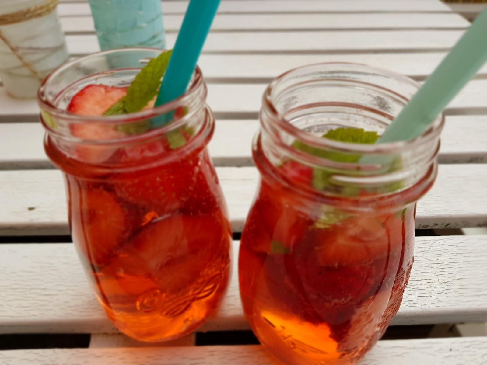 rezept ideen erdbeer basilikum bowle o alkohol und erdbeer baiser im glas apfelb ckchen. Black Bedroom Furniture Sets. Home Design Ideas