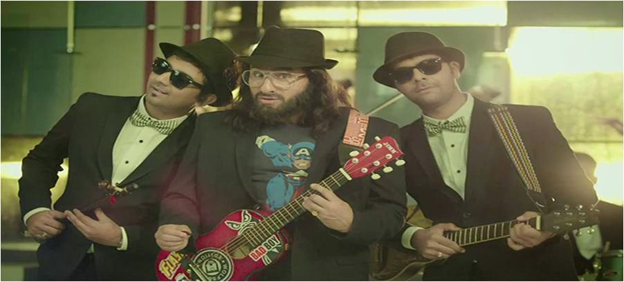 Rockstar Saif Ali Khan with guitar, playing double role in Happy Ending movie