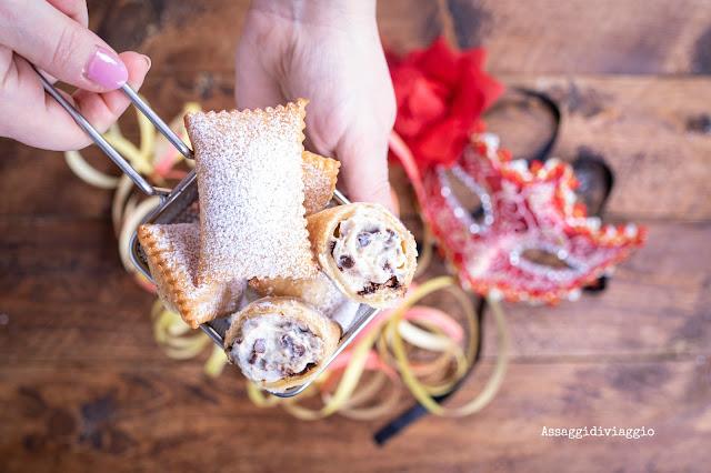 Ravioli fritti di Carnevale alla ricotta e gocce di cioccolato